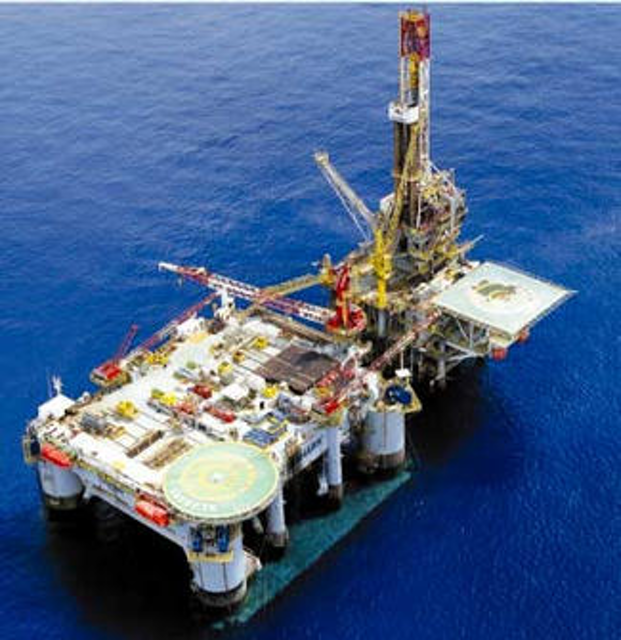 Semisubmersible-tender assisted drilling option for deepwater