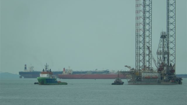 The Fairmount Summit tug has safely towed the West Ariel rig from Vietnam to Singapore.