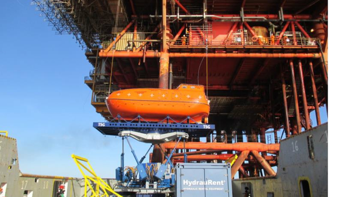 This photo shows a lifeboat on the Ampelmann system right before installation.