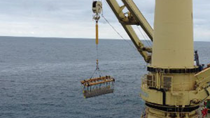 Jumbo's Fairplayer installs new MEG riser offshore South Africa.