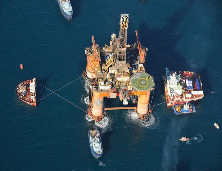 Transocean Winner onboard the heavy-lift vessel Hawk