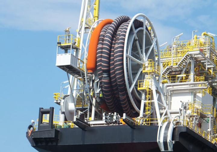 Royal IHC tandem mooring and offloading system for an FSO vessel