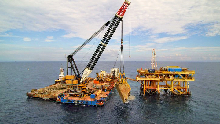Salvage operation of the jackup Troll Solution offshore Mexico