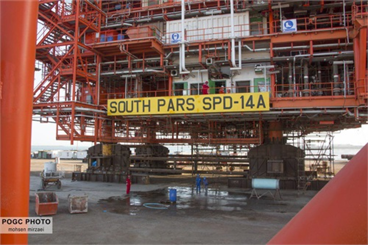 Load-out has started of platform 14A for Phase 14 of the South Pars gas field development in the Persian Gulf