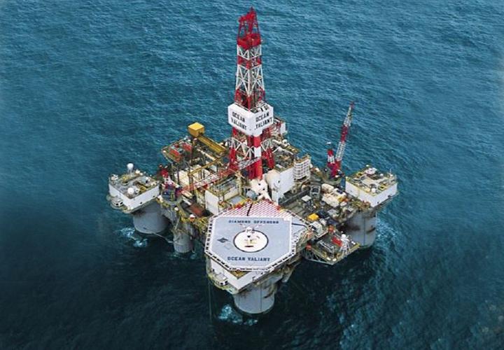 Diamond Offshore's semisubmersible drilling rig Ocean Valiant