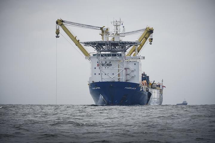 Fairplayer, Jumbo's DP-2 heavy-lift crane vessel