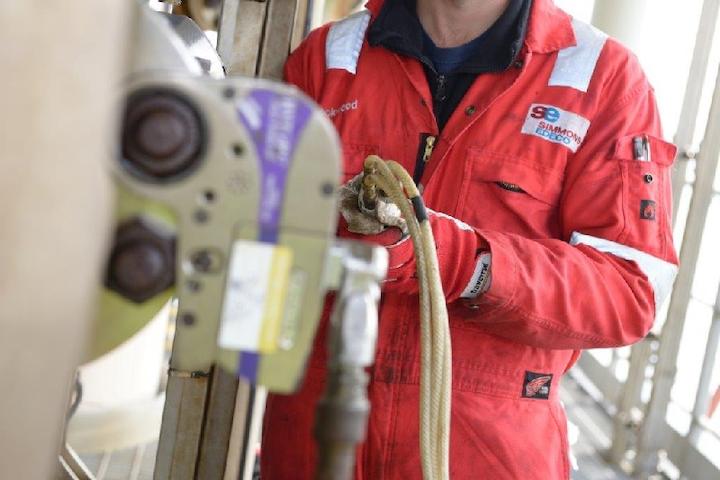 Wellhead and valve maintenance services