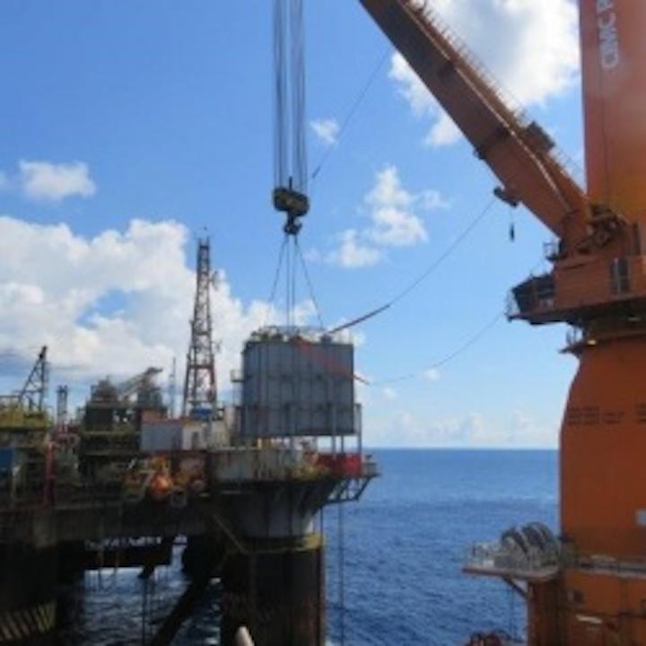 120-ton accomodation module installation offshore Brazil