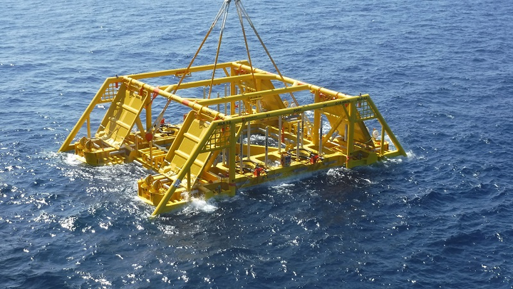 Subsea template deployment