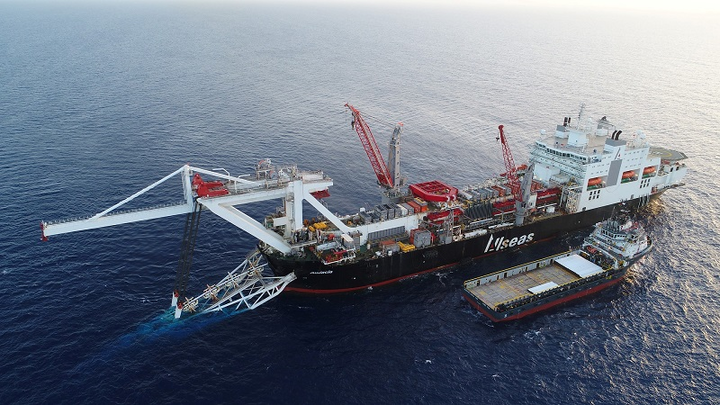 Allseas' Audacia laying Nord Stream 2 pipes offshore Germany
