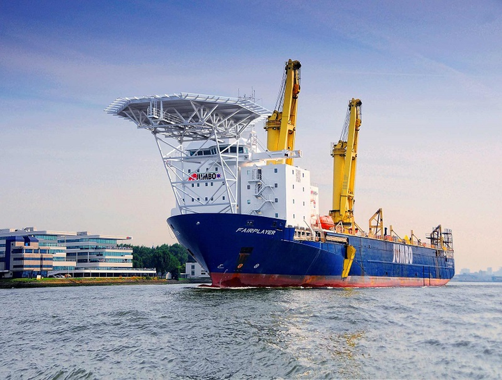 Jumbo's DP-2 heavy-lift crane vessel Fairplayer