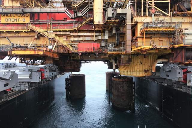Allseas removes second North Sea Brent field topsides