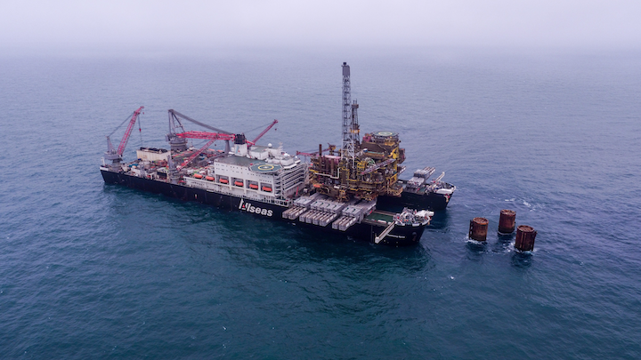 The Pioneering Spirit has removed the 25,000-ton topsides from Shell's Brent Bravo platform in the UK northern North Sea.