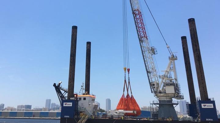 The lattice boom crane in full operation in Dubai.
