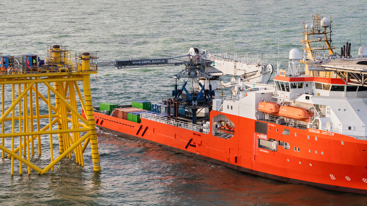 The E-type is Ampelmann's largest W2W system for operations in rough weather conditions.