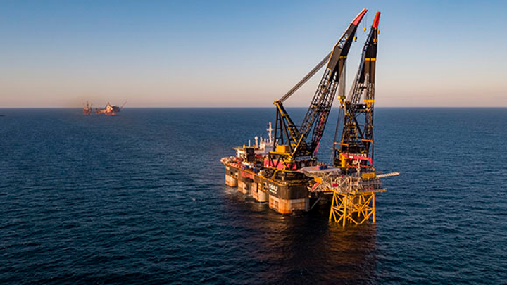 Heerema's Thialf installing the 2,000-metric ton (2,205-ton) Valhall Flank West topsides at the Valhall field in the southern Norwegian North Sea.