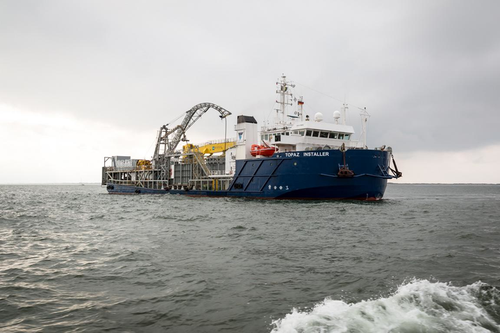 The DP-2 cable lay vessel Topaz Installer