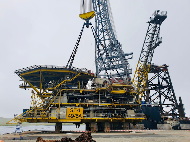 ST-1 comprises a 45-m (147-ft) tall, 1,300-metric ton (1,433-ton) steel jacket and a 1,200-metric ton (1,323-ton) topsides.