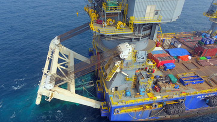 The DLV 2000 performed piggy-back pipelay in S-lay mode at the KG-D6 R-Cluster field development offshore India.