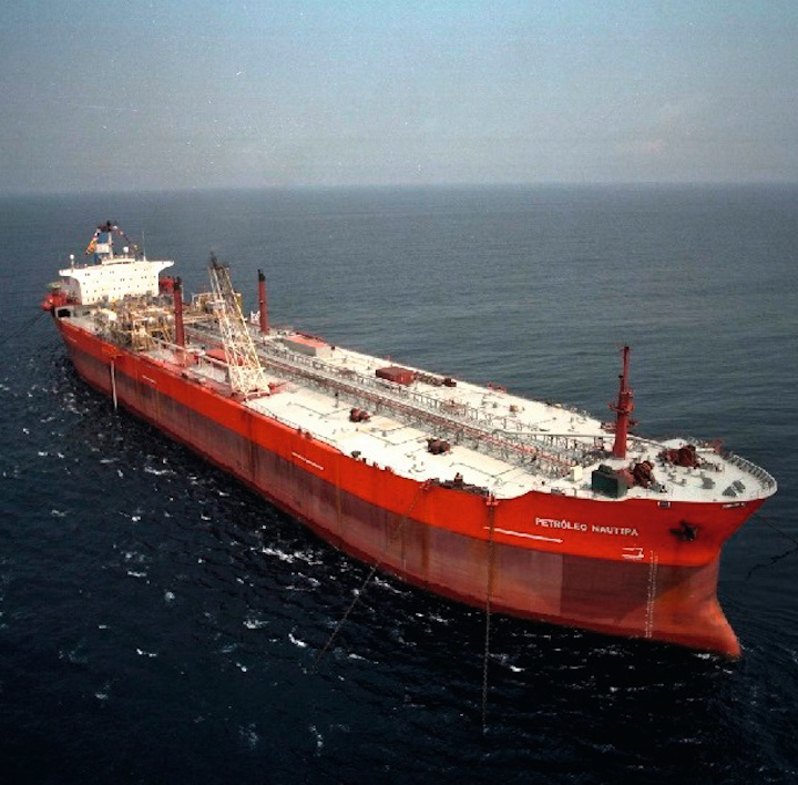 Keppel Shipyard converted a 132,500-dwt tanker into the FPSO Petróleo Nautipa in 2002.