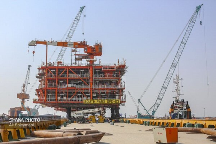 The 2,500-ton structure – assigned to Phase 23 – was loaded onto the FLB124 barge via the pull-push method.